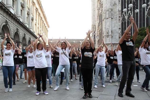 Alcuni allievi del Centro Danzaricerca di Agnese Riccitelli, momenti del flash mob milano back to school